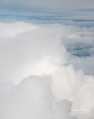 In den Wintermonaten senkt sich der etwa 160 km/h schnelle Jetstream über dem Berg ab. In Kombination mit der Höhe des Berges entsteht ein Venturi-Effekt, der die Windgeschwindigkeiten verdoppeln kann