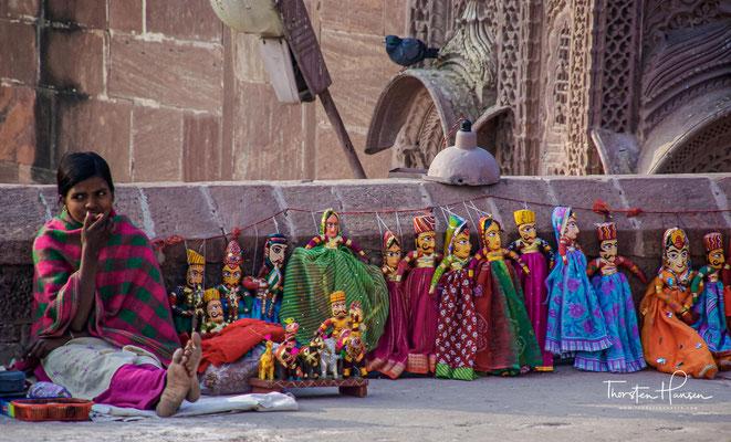 """Der Eingang des Forts führt durch sieben Tore. Dazu gehören: Jai Pol (""""Siegestor""""), 1806 vom Maharadscha Man Singh gebaut, um einen Sieg gegen Jaipur und Bikaner zu feiern."""
