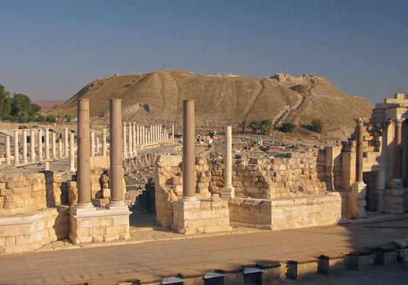 Palladius-Straße des antiken Bet Sche'an und Tell el-Hösn im Hintergrund