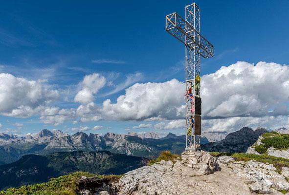 Gipfel des Col Reàn mit seinem Gipfelkreuz auf 2.281 m