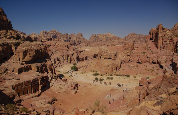 Blick über die Felsenstadt Petra