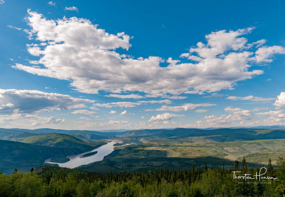 Dawson ist, mit deutlichem Abstand zu Whitehorse, die zweitgrößte Stadt im Territorium Yukon in Kanada. Seit Gründung des Territoriums 1898 war Dawson dessen Hauptstadt, bis die Regierung 1953 in das 535 km südlich gelegene Whitehorse umzog.