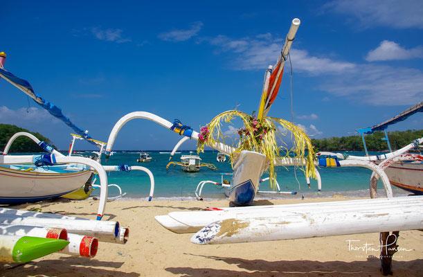 Der Padang Bai Beach ist nicht der schönste Strand auf Bali, aber für eine Fähranlegestelle überaus hübsch und charmant.