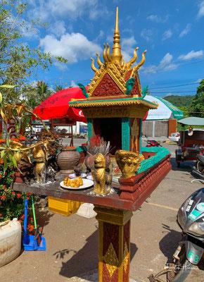 Kleiner buddhistischer Altar in Kep