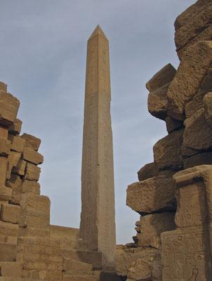 Hatschpsut Obelisk im Karnak Tempel