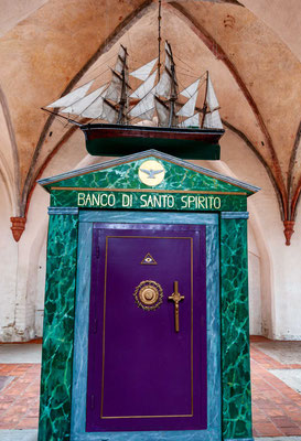 Das Kloster Ystad (schwedisch Klostret i Ystad oder Gråbrödraklostret i Ystad) ist ein ehemaliges Franziskanerkloster in der schwedischen Stadt Ystad. Es wird heute als Museum genutzt. In der Klosterkirche Sankt Petrus finden auch Gottesdienste statt.