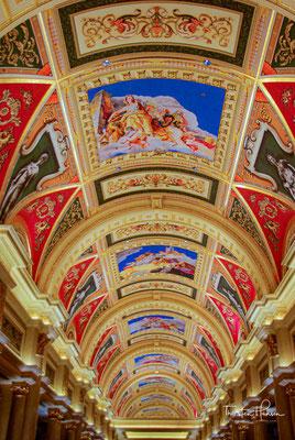 Es ist nach Nutzfläche das sechstgrößte Gebäude der Welt und das größte Hotelgebäude Asiens. Betreiber ist das Unternehmen Las Vegas Sands.