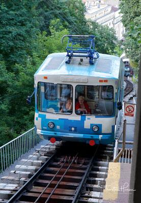 Im Jahresdurchschnitt befördert die Bahn 2,8 Millionen Passagiere, darunter auch viele Touristen.