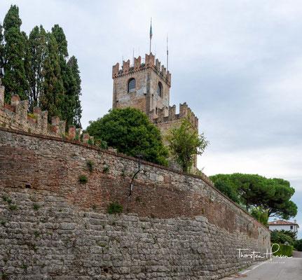 Castello di Conegliano. Hochmittelalterliche Burg aus dem 12. Jahrhundert auf einem Hügel über der Stadt.