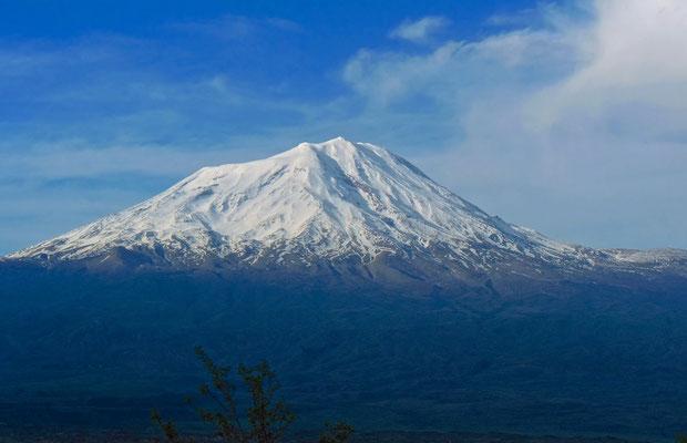 Der Große Ararat von Doğubeyazıt (Türkei) aus gesehen.