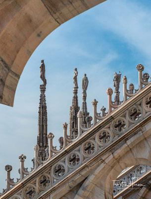 Der Stil des Kirchenbaus ist gotisch und stellt damit innerhalb der italienischen Architektur eine Ausnahme dar.