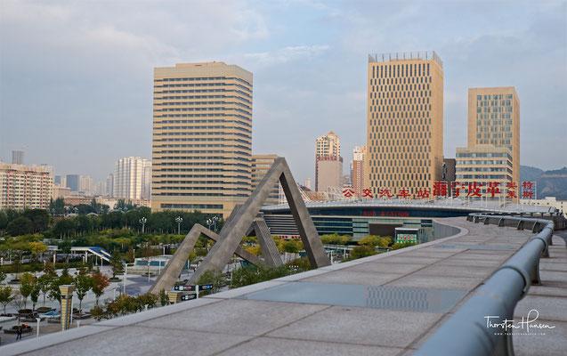 Xining mit dem trockengelegten Huangshui-Fluss