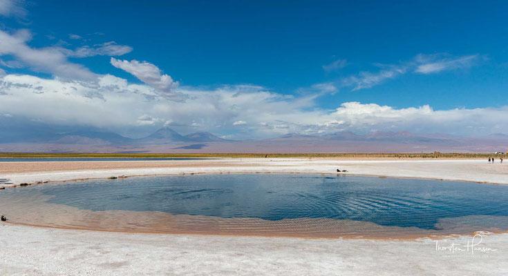 Laguna Cejas. Nah an San Pedro gelegen wird der Salzsee zum Badespaß für Touristen genutzt.