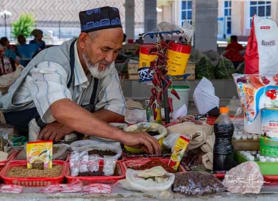 Der Siyob-Basar, auch Siab Basar genannt, ist der größte Basar in Samarkand in dem alle täglichen Bedarfsartikel angeboten werden.