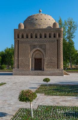 Das Samaniden-Mausoleum ist die Grabstätte Ismail Samanis in Buchara. Es ist das älteste erhaltene Zeugnis islamischer Architektur in Zentralasien und auch das einzige Baudenkmal der Samaniden-Dynastie, welches erhalten geblieben ist.