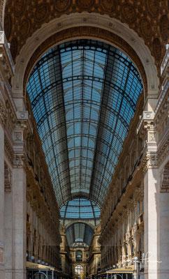 Die von dem Architekten Giuseppe Mengoni 1864 entworfenen Gebäude sind üppig mit Stuck, Fresken und Marmor dekoriert.