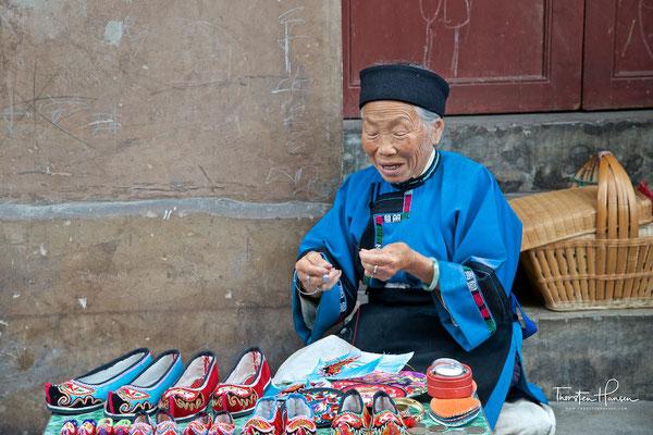 Historischer Maskentanz in Tianlong Tunpu