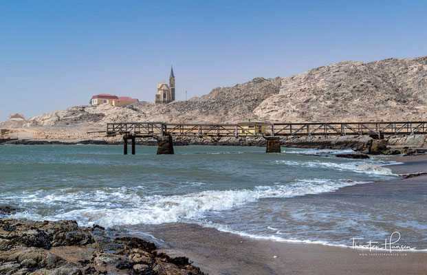 Lüderitz (ehemals sowie inoffiziell noch heute Lüderitzbucht, bei Gründung Lüderitzort) ist eine namibische Hafenstadt an der Lüderitzbucht