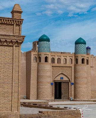 Konya Ark (deutsch Alte Festung) ist die Zitadelle in der historischen Altstadt Chiwas Ichan Qal'а und herausragender Teil des UNESCO-Welterbes.
