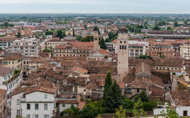 Conegliano (auf venezianisch: Conejàn) ist eine Gemeinde mit 35.276 Einwohnern zu Füßen der Colli Veneti am Fluss Monticano in der Provinz Treviso.