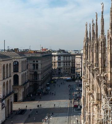 Allerdings ist die Fassade, die erst unter Napoleon abgeschlossen wurde, eher als Mischung aus barocken und neugotischen Stilelementen anzusehen.