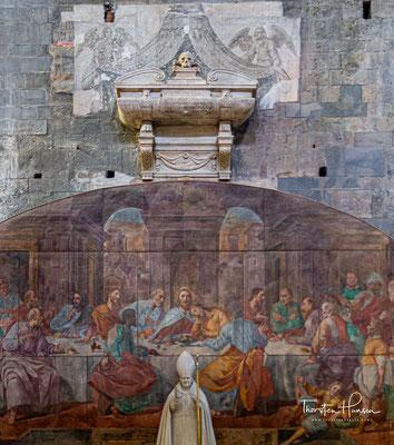 Die Fassade fand ihre Vollendung zur Zeit der Gotik zwischen 1307 und 1312. Sie gilt als besonderes Merkmal der Kathedrale San Lorenzo.