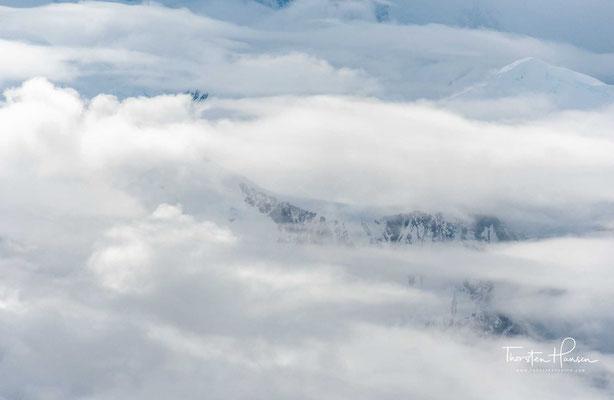 Gerade bei gutem, d. h. wolken- und niederschlagsfreiem Wetter ist es am Denali besonders kalt. Die Temperatur auf dem Gipfel steigt selten über −15 °C