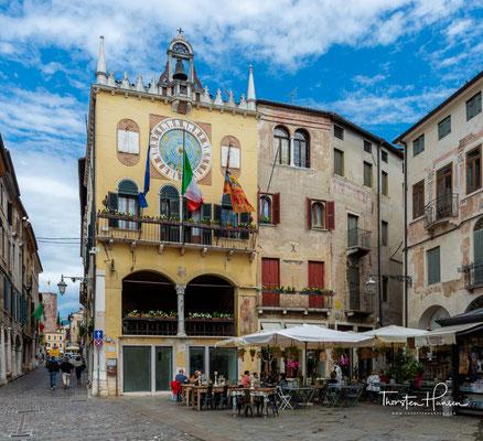 Bassano del Grappa, Piazza Libertà mit der Loggia del Comune