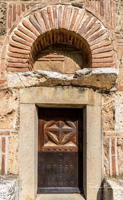 Neben Bogorodica Ljeviška entsteht so das künstlerisch ambitionierteste Bauwerk der Periode auf der Balkanhalbinsel, die Klosterkirche von Gračanica.
