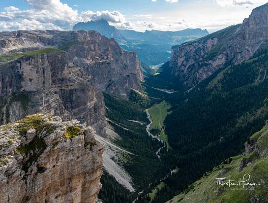 Das Langental ist ein u-förmiges Trogtal in Südtirol, das bei Wolkenstein von Gröden abzweigt und Richtung Nordosten in die Puezgruppe hineinführt