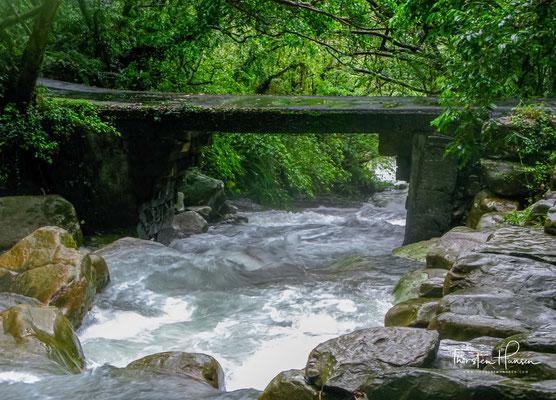 Da die Ausläufer des Taiwanischen Zentralgebirges bis nahe an die Küste heranreichen, ist Gongliaos Landschaft sehr reizvoll und zieht viele Ausflügler und Touristen an.