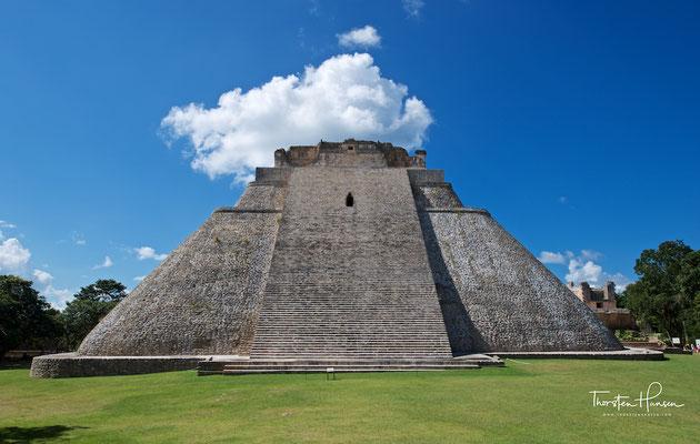Die Adivino-Pyramide, eine mesoamerikanische Stufenpyramide in der antiken präkolumbischen Ruinenstadt Uxmal