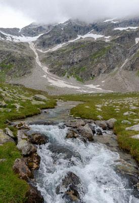 Landschaftlich beeindruckend sind die Wasserfälle, die vom Schrammachkar gen Tal rauschen.