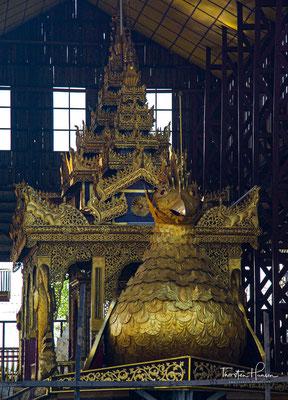 Die Königsbarke in der Garage der Phaung-Daw-U-Pagode