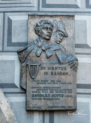 Als Anführer der Tiroler Aufstandsbewegung von 1809 gilt er als Freiheitskämpfer gegen die bayerische und französische Besetzung seiner Heimat.