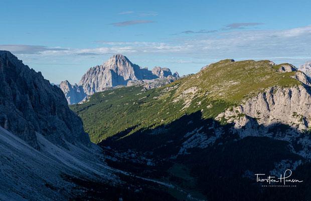 Die heutige Etappe führt mich über saftige Almen, Schotterwegen und über viele Höhenmeter zum Rifugio San Sebastiano