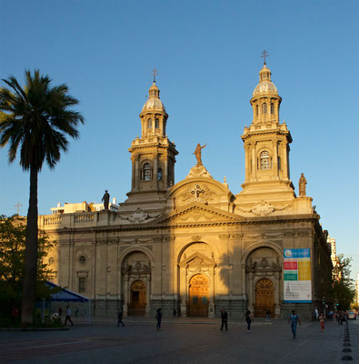 Die Catedral Metropolitana de Santiago am zentralen Platz (Plaza de Armas), 1745 nach Plänen von Joaquim Toesca erbaut