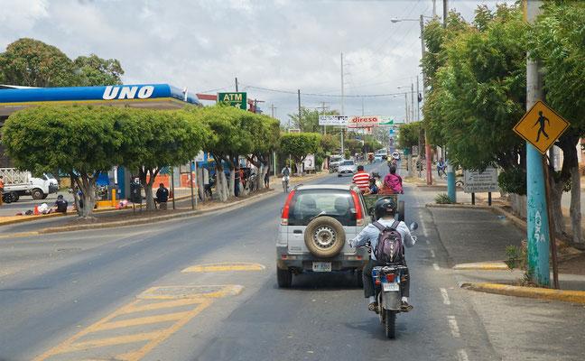 Nicaragua ist ein Staat in Zentralamerika. Er grenzt im Norden an Honduras und im Süden an Costa Rica sowie im Westen an den Pazifik und im Osten an die Karibik.