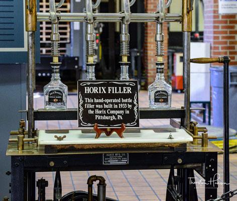 Eine Besonderheit an Tennessee Whiskeys ist die Benutzung des Lincoln County Process – einer Filterung durch Holzkohle.