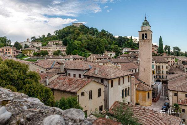 Die gute Lage und das günstige Klima machten aus Asolo einen Ort, der schon in vorgeschichtlicher Zeit bewohnt und anschließend eine wichtige Siedlung der Venetier war.
