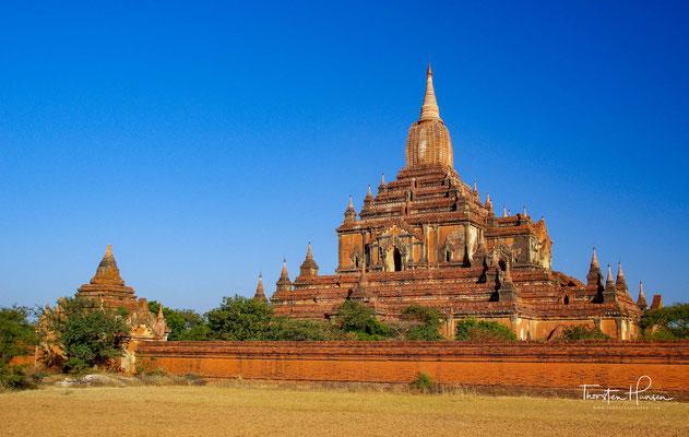 Bagan ist eine historische Königsstadt in Myanmar mit über zweitausend erhaltenen Sakralgebäuden aus Ziegelstein.