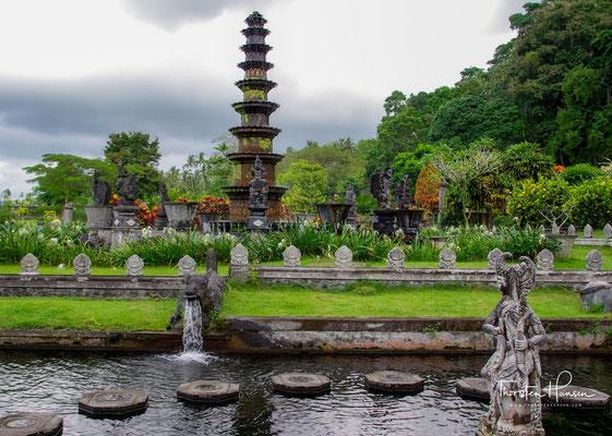 Der 1,2 Hektar große Naherholungspark mit großen Wasserbassins, Teichen, Wasserspielen, Blumen, Sträuchern und Wiesen liegt im Osten von Bali, nur wenige Kilometer von der kleinen Provinzstadt Amlapura (ehemals Karangasem) entfernt.
