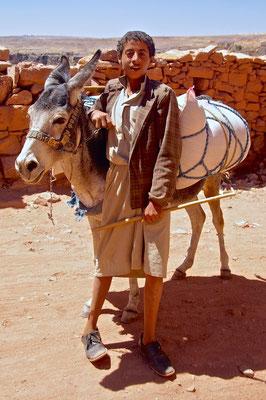 Junge mit Esel in Schibam Kaukaban