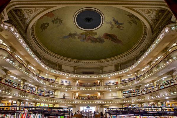 Im Mai 1919 fand die Eröffnung des Theaters statt