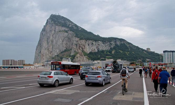 Fußweg über Landebahn in Gibraltar