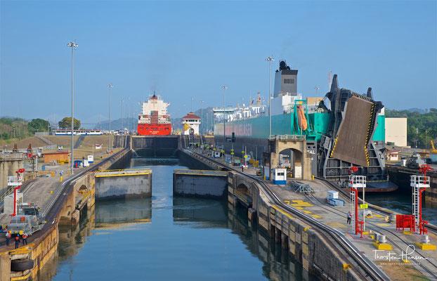 Das Cargo Schiff Parsifal in der Miraflores Schleuse
