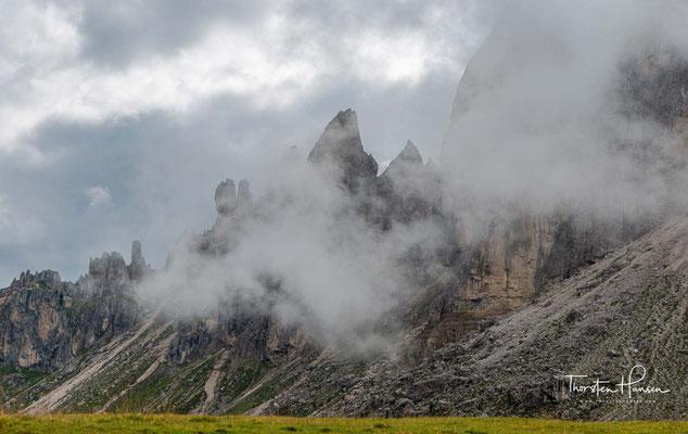 Durch die Nordwand führen mehrere klassische Kletterrouten, auf denen bereits die beiden Brüder Günther und Reinhold Messner die Nordwand bezwungen haben