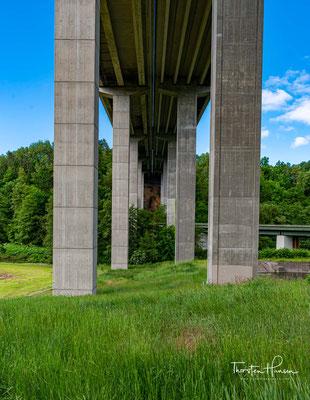 Autobahnbrücke der B93
