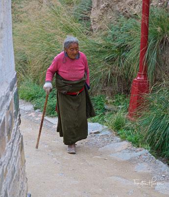 Pilgerin im  Kloster Labrang