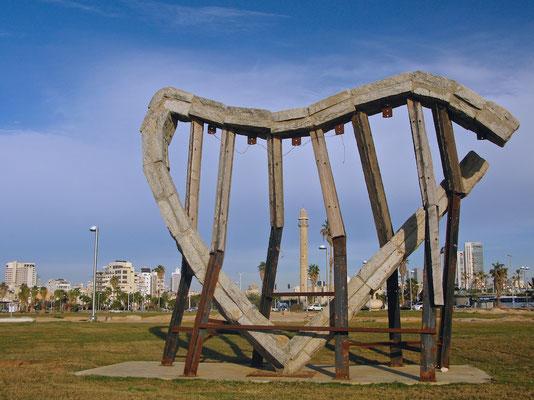 Harfe Meer & der weiche Wind von Ilan Averbuch in Holz und Eisen